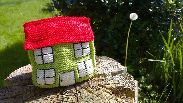 pletený dům na pařezu