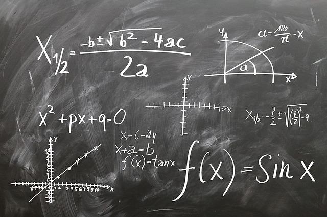 matematické vzorce na tabuli
