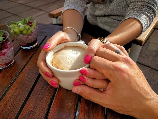 ruce u kávy