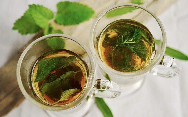 čaj z čerstvých bylinek