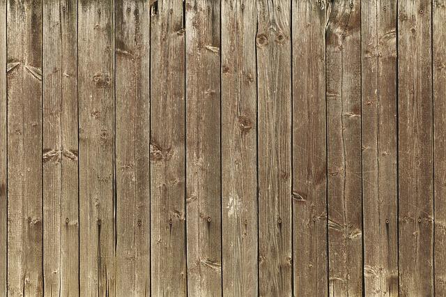 dřevěná stěna.jpg