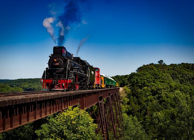 vlak na mostě.jpg