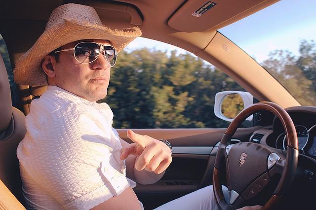 řidič v klobouku.jpg