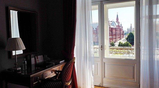 hotelový pokoj s výhledem