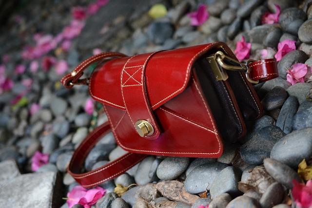 Červená malá kabelka
