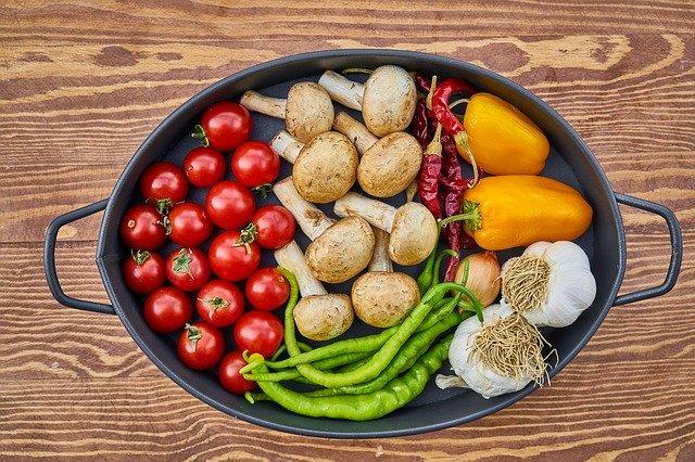připravená zelenina v zapékací míse